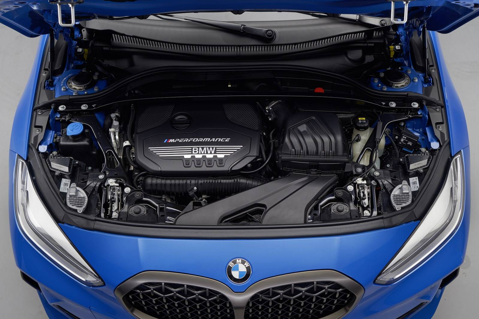 Новый BMW 1 серии F40 - больше, мощнее, динамичнее