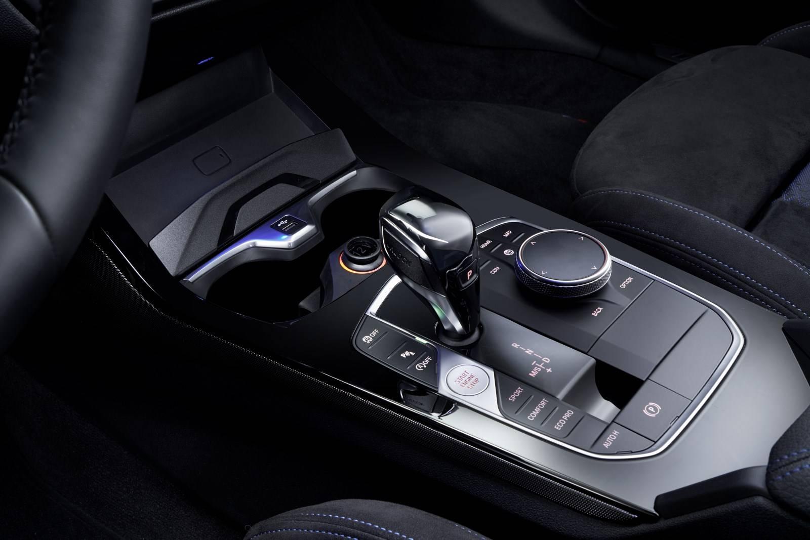 Новый BMW 1 серии F40 - больше, мощнее, динамичнее 4