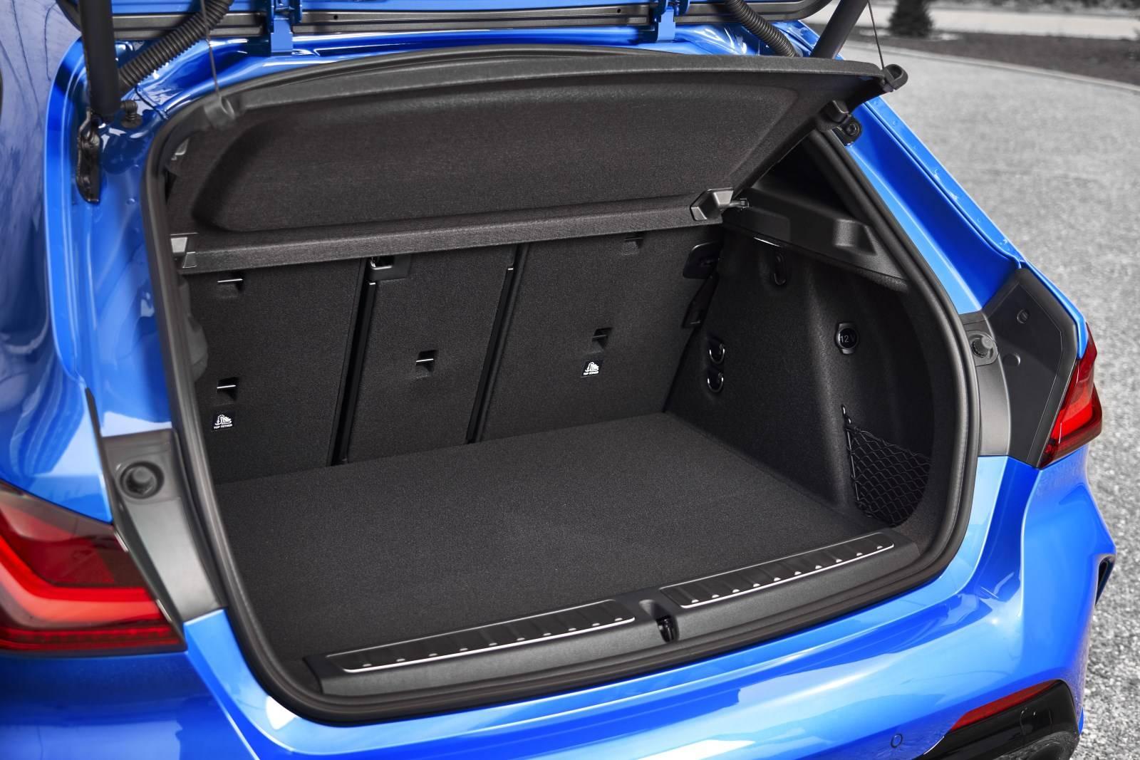 Новый BMW 1 серии F40 - больше, мощнее, динамичнее 6