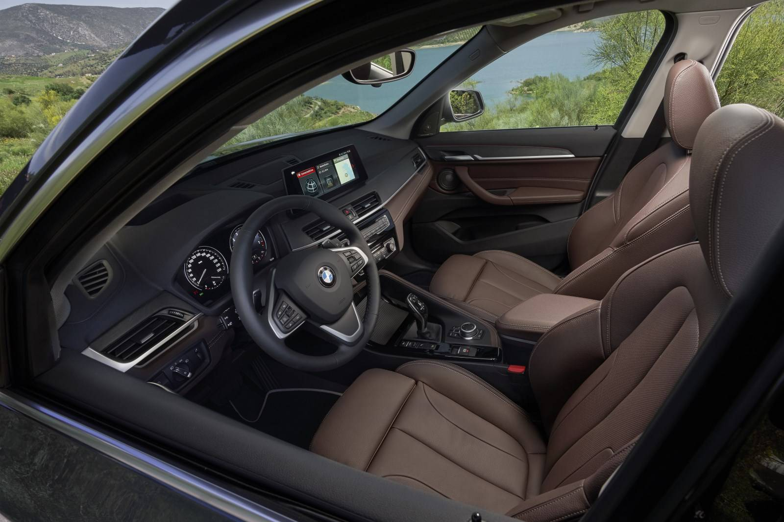 Новый BMW X1 F48 - cмелый и спортивный рестайлинг
