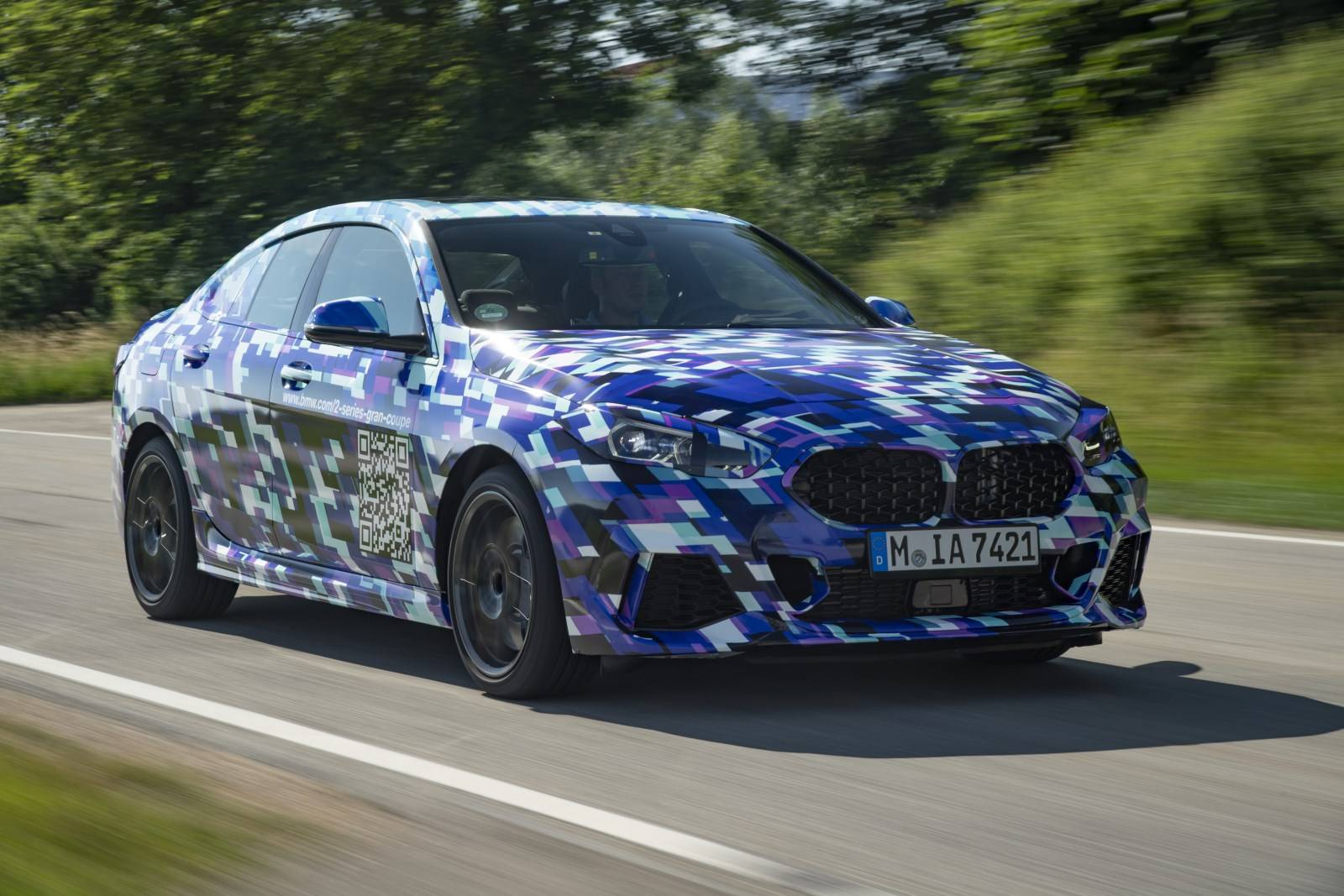 BMW 2 серии Gran Coupe F44 занялся саморекламой 1