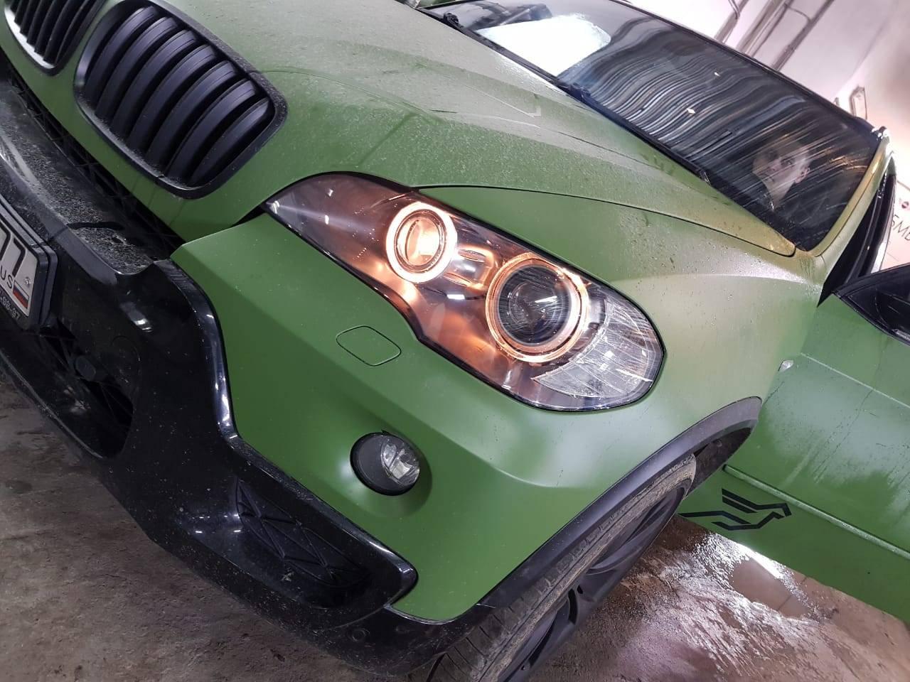 Замена стекол фар на BMW X5 E70 1