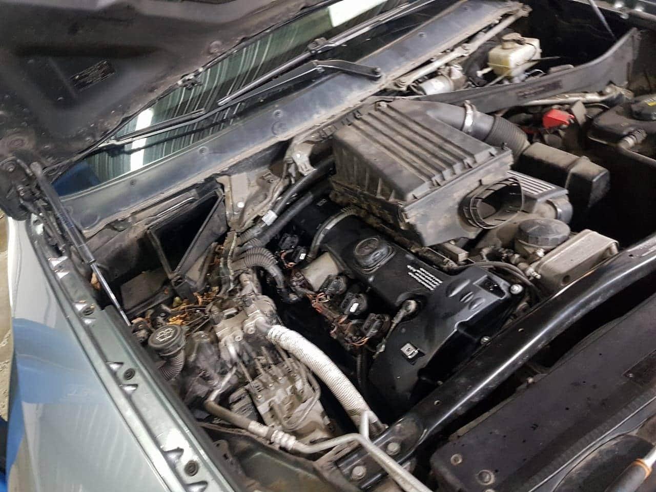 Замена клапанной крышки двигателя N52 на BMW X5 E70 1