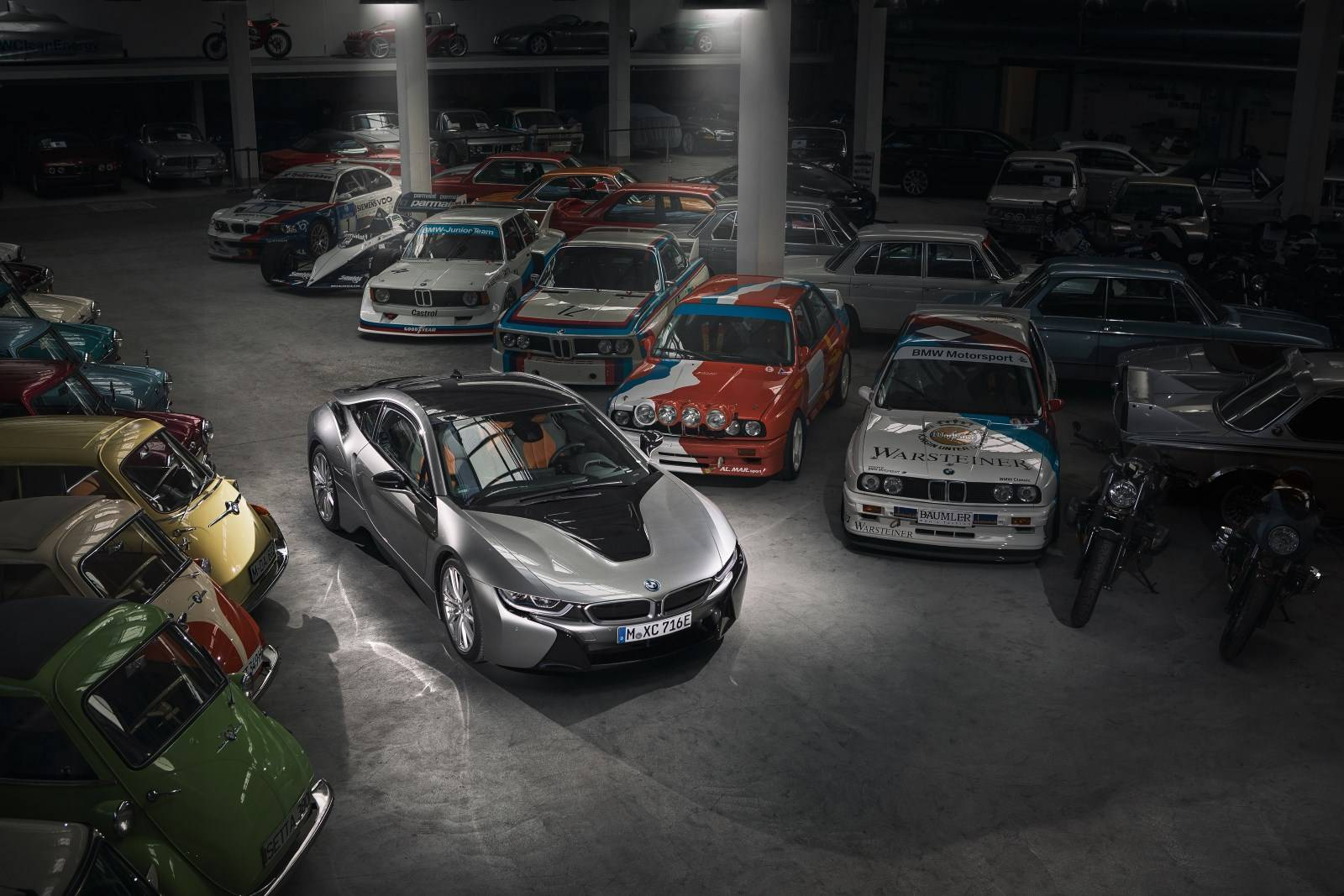 BMW i8 уходит в музей - BMW Group прекращает производство гибрида 4