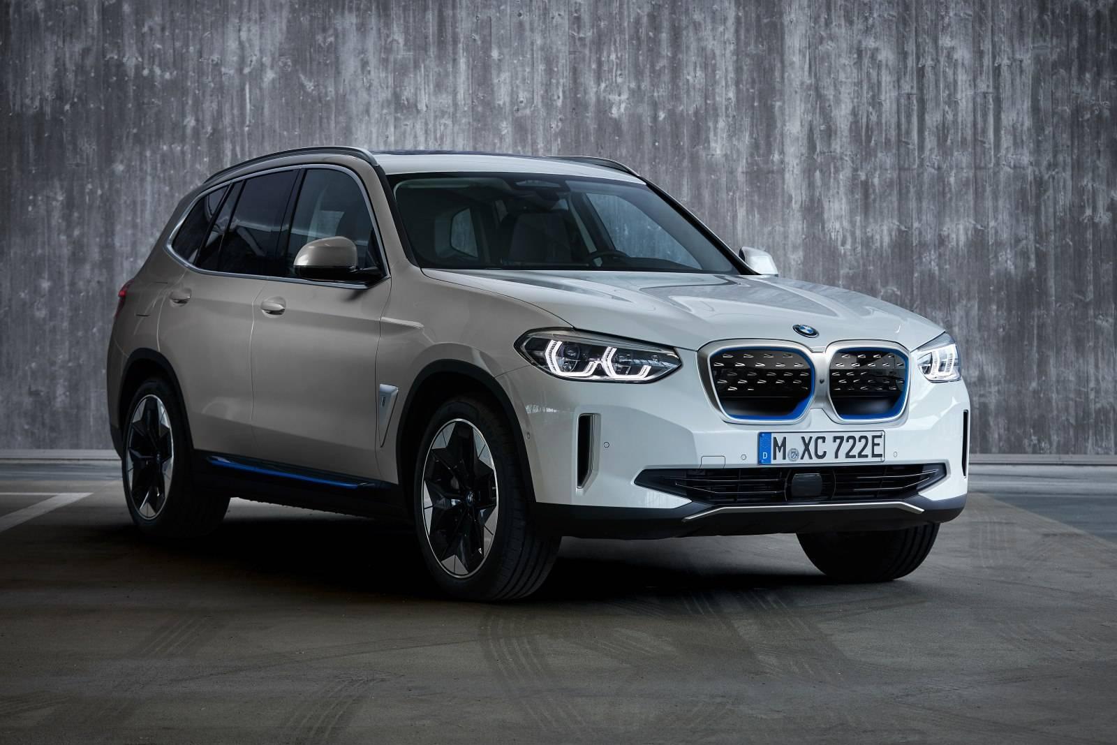 BMW iX3 G08 01