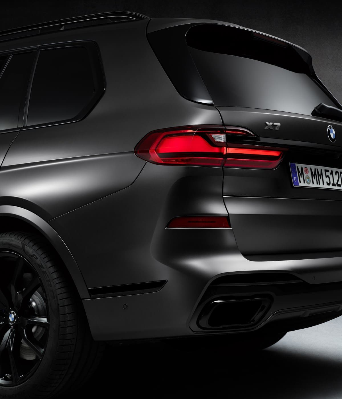 BMW X7 Dark Shadow Edition - впечатляющая харизма 6