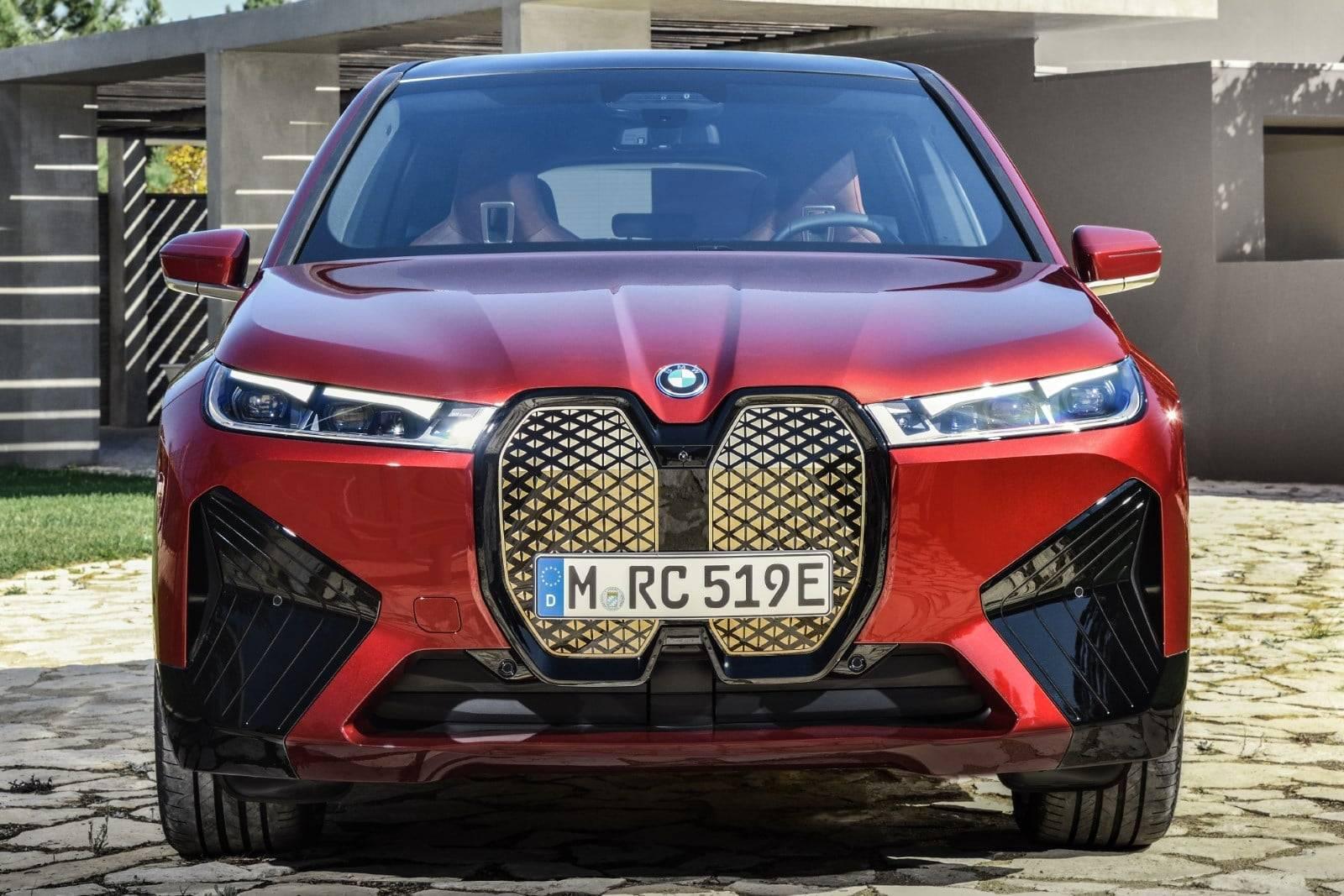 Первый в истории BMW iX 4