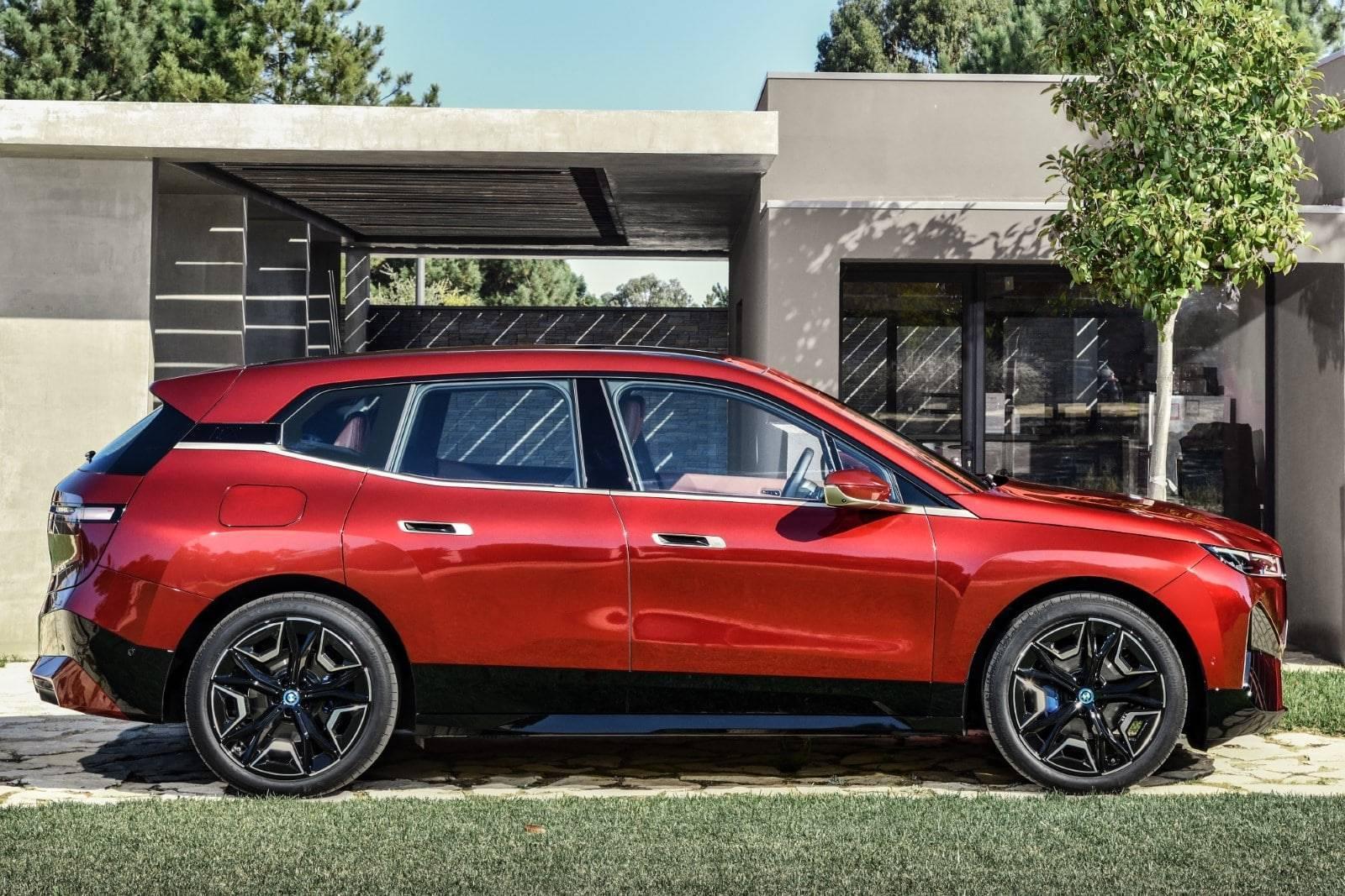 Первый в истории BMW iX 2