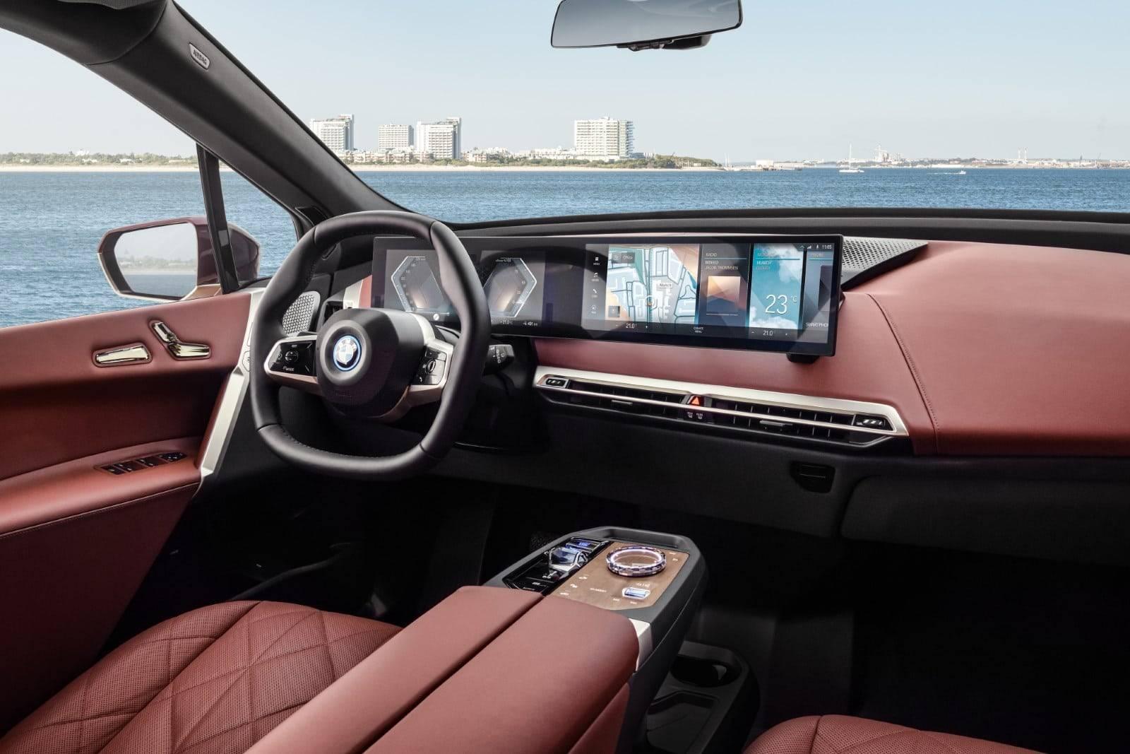 Первый в истории BMW iX 5