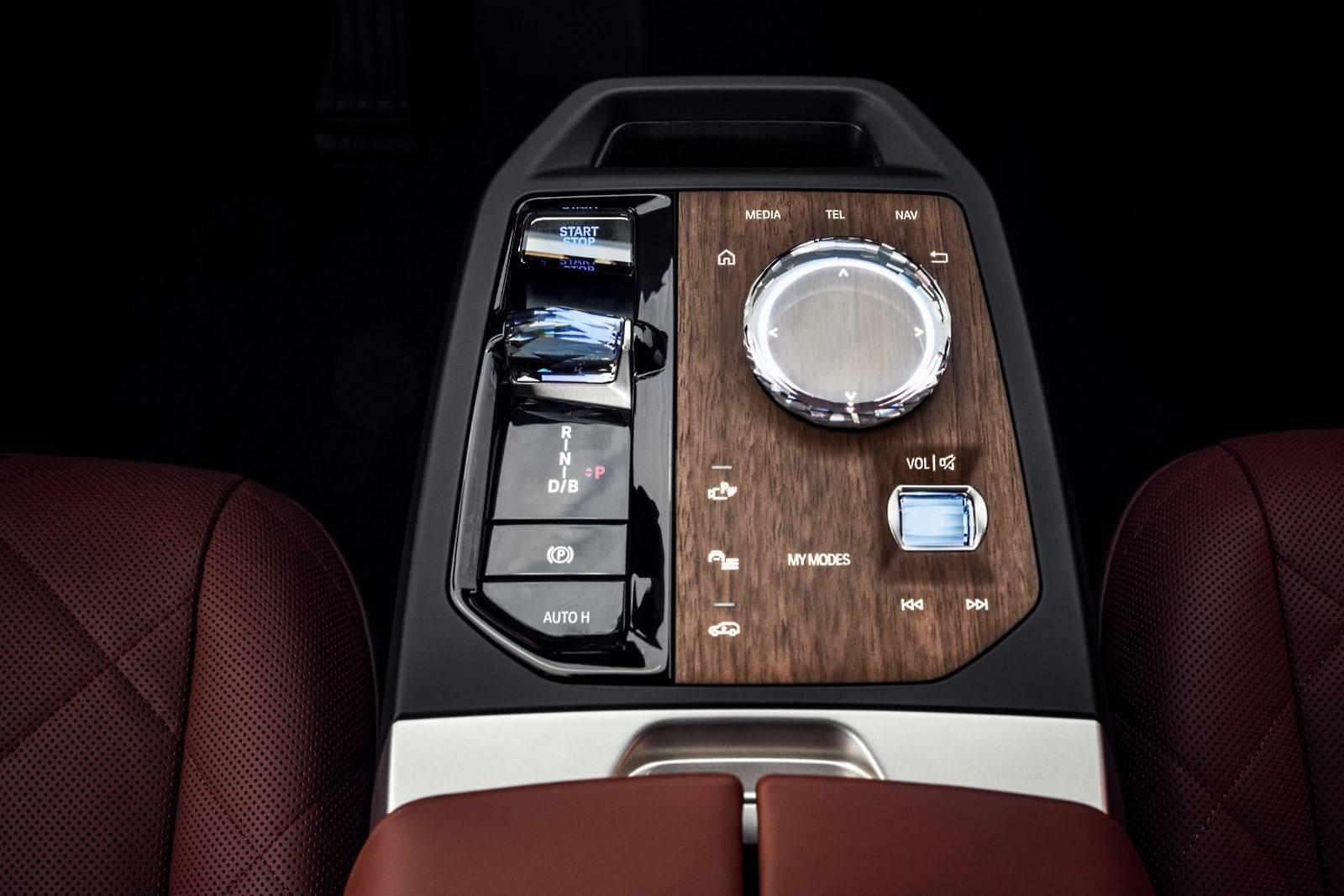 Первый в истории BMW iX 7