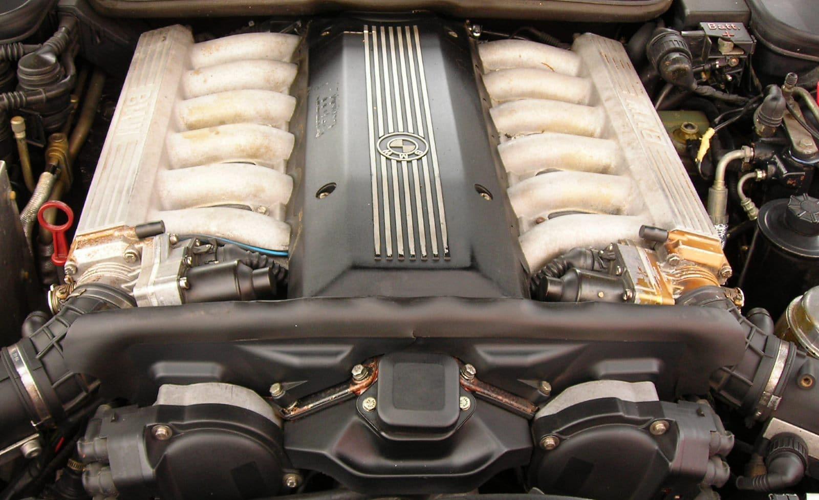 BMW 8 серии E31 - благородный флагман из 90-х 4
