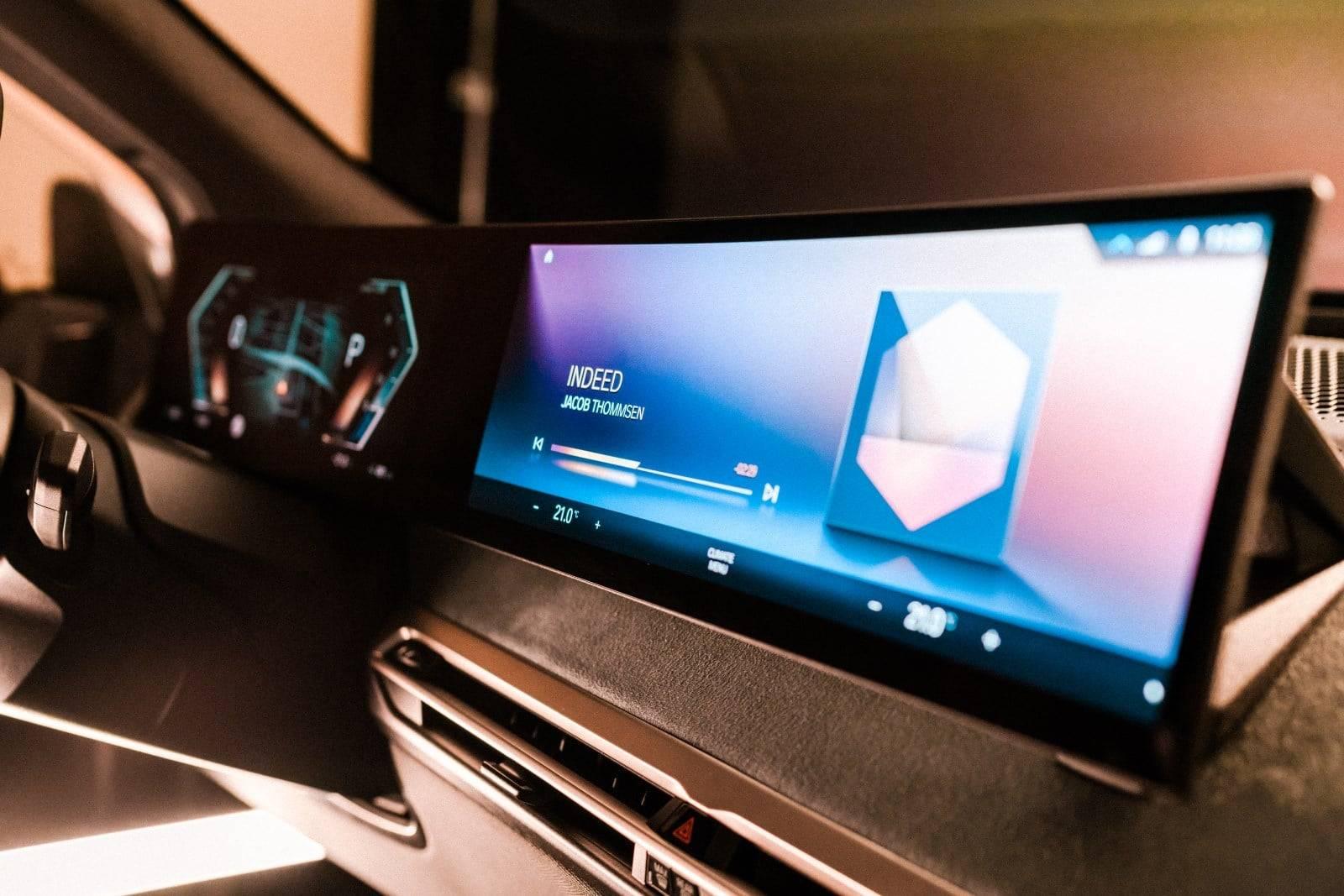 CES 2021: новый дисплей BMW и операционная система BMW iDrive 3