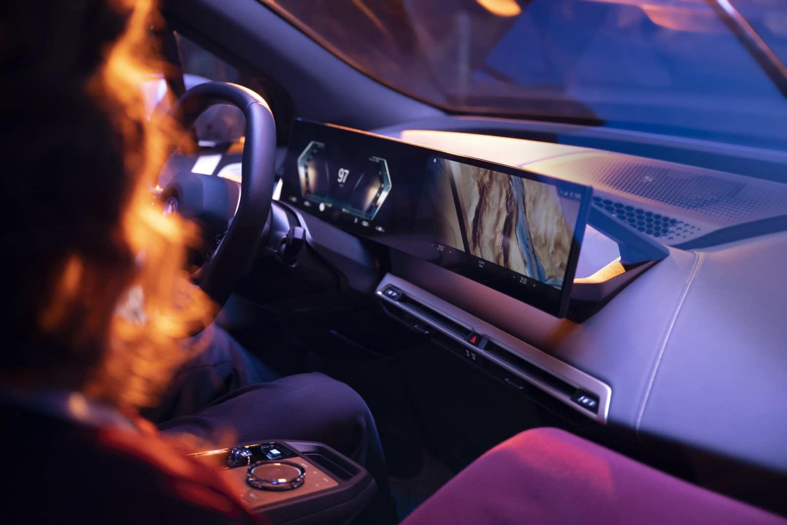 BMW iDrive - новая мультимедийная система на ОС BMW 8 1