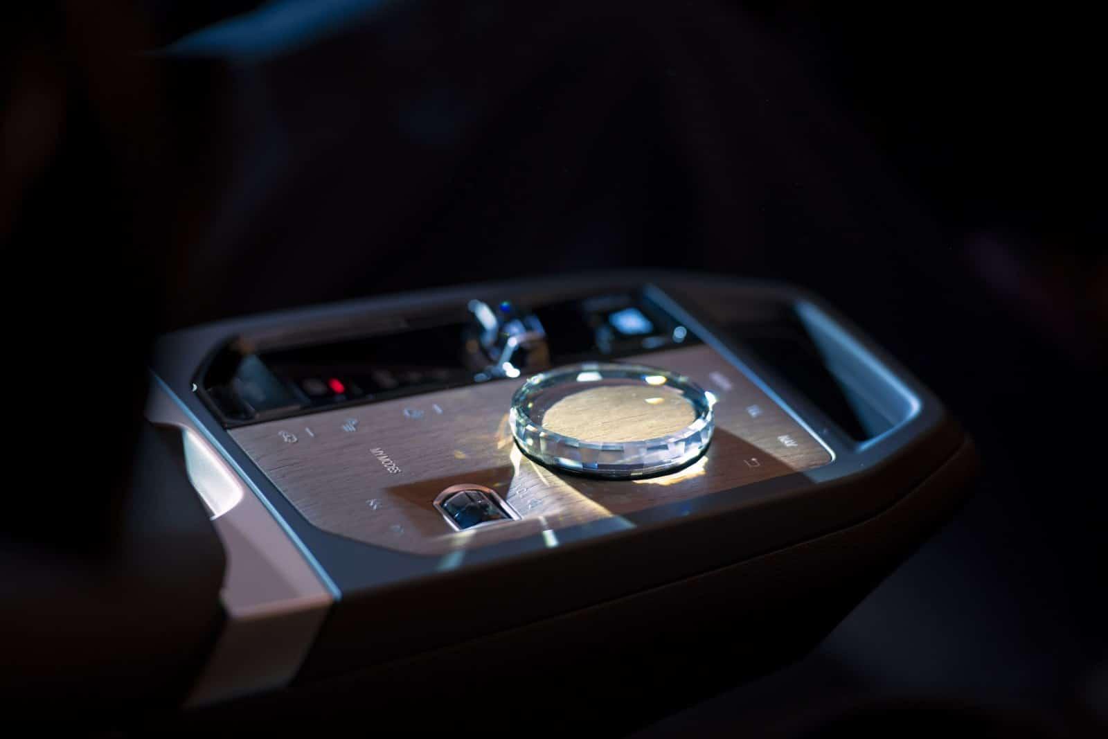 BMW iDrive - новая мультимедийная система на ОС BMW 8 4