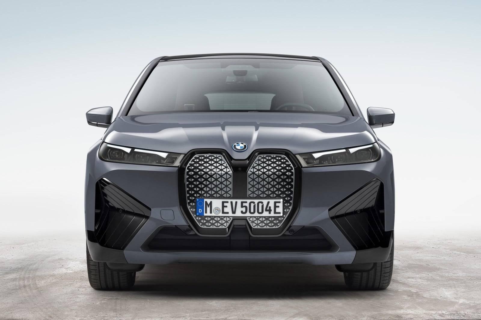 Новые BMW iX xDrive40 и BMW iX xDrive50 2
