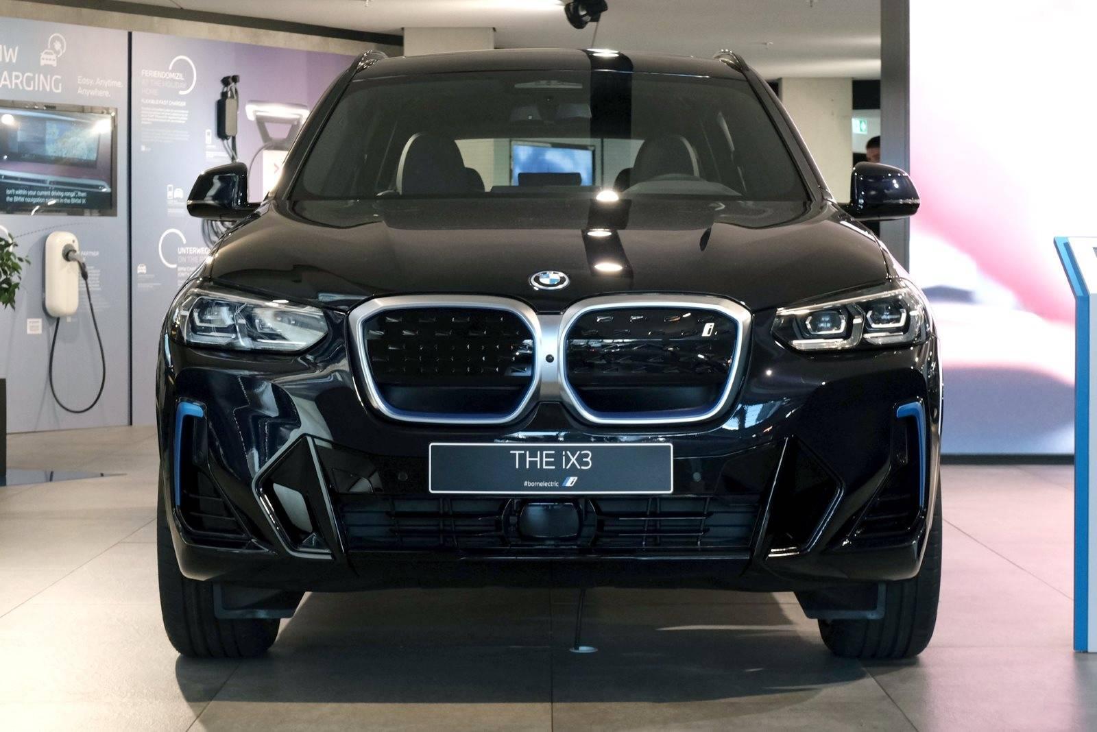 Рестайлинговый BMW iX3 G01 LCI 4